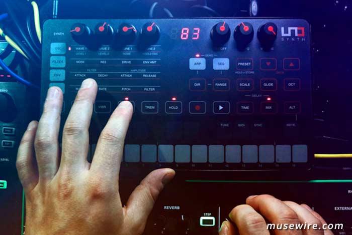 IK Multimedia UNO Analog Monophonic Synth